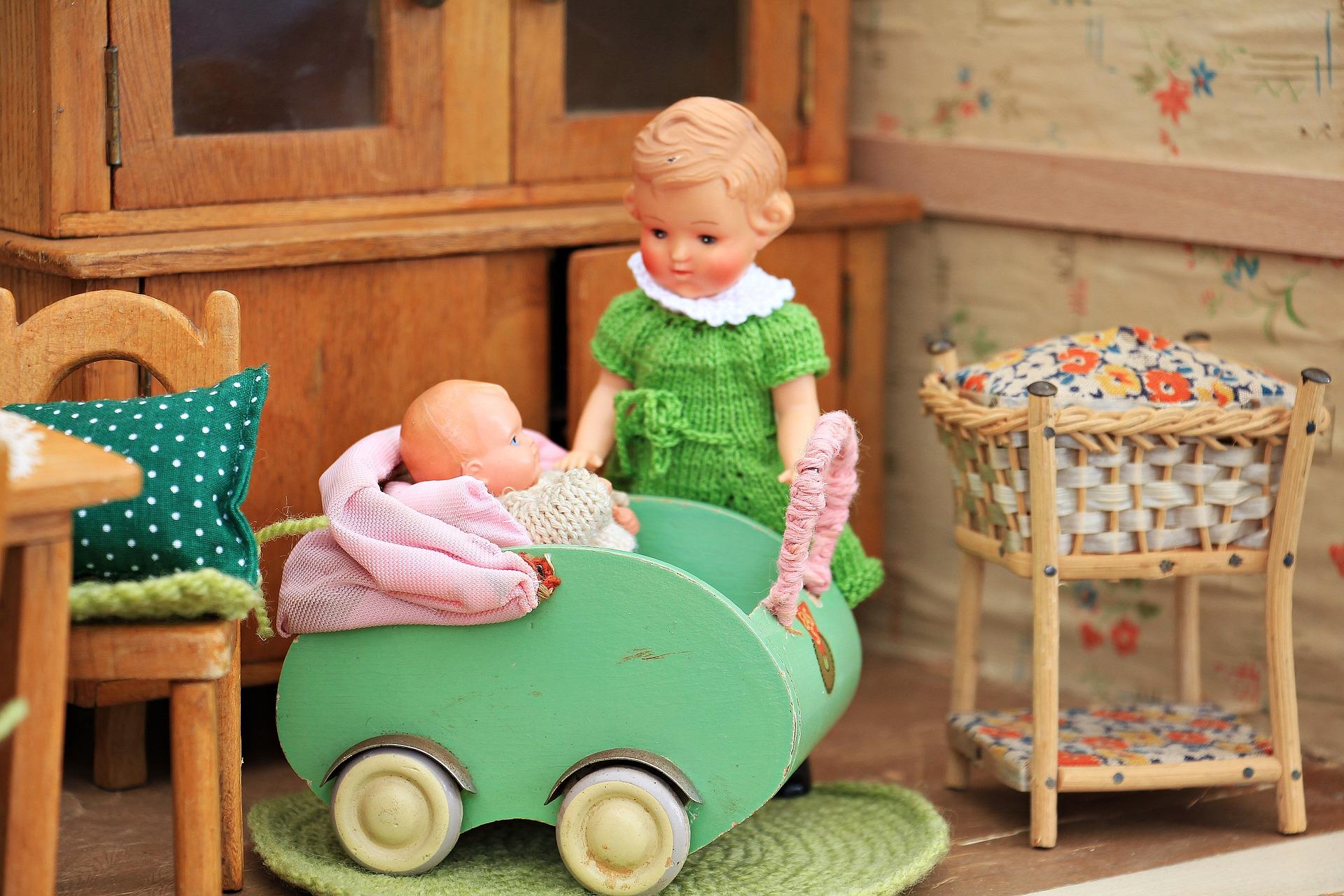 בובות בחדר ילדים